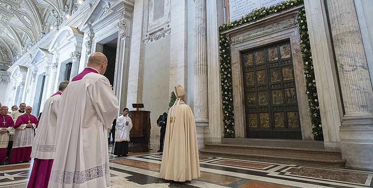 Двері Собору Святого Петра