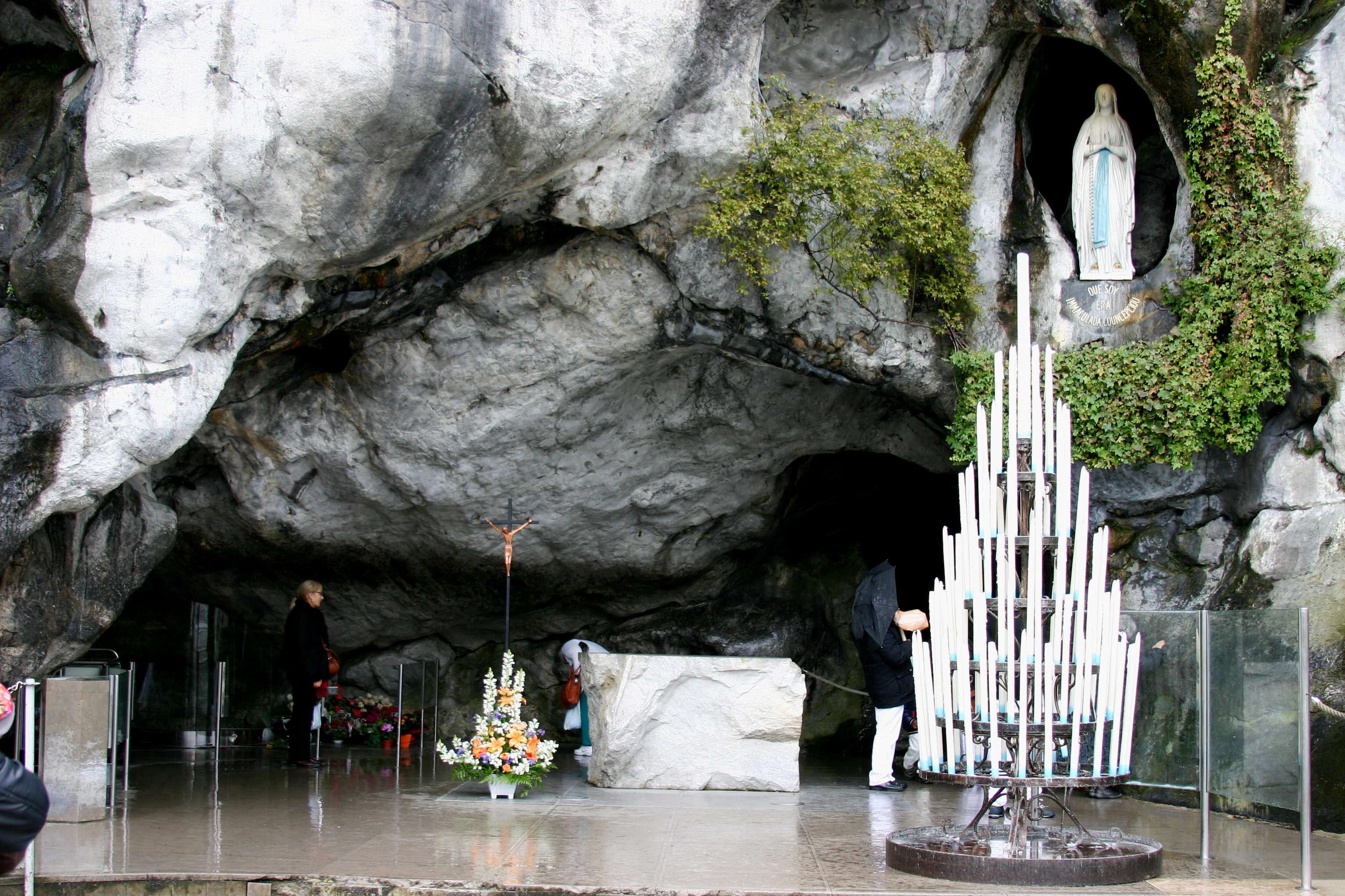Grotto_of_Lourdes_-_Lourdes_2014_(3)