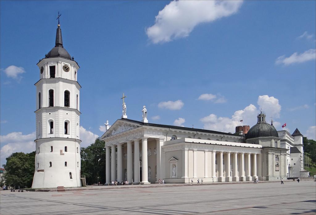 La_cathédrale_et_le_beffroi_de_Vilnius_(7667465050)