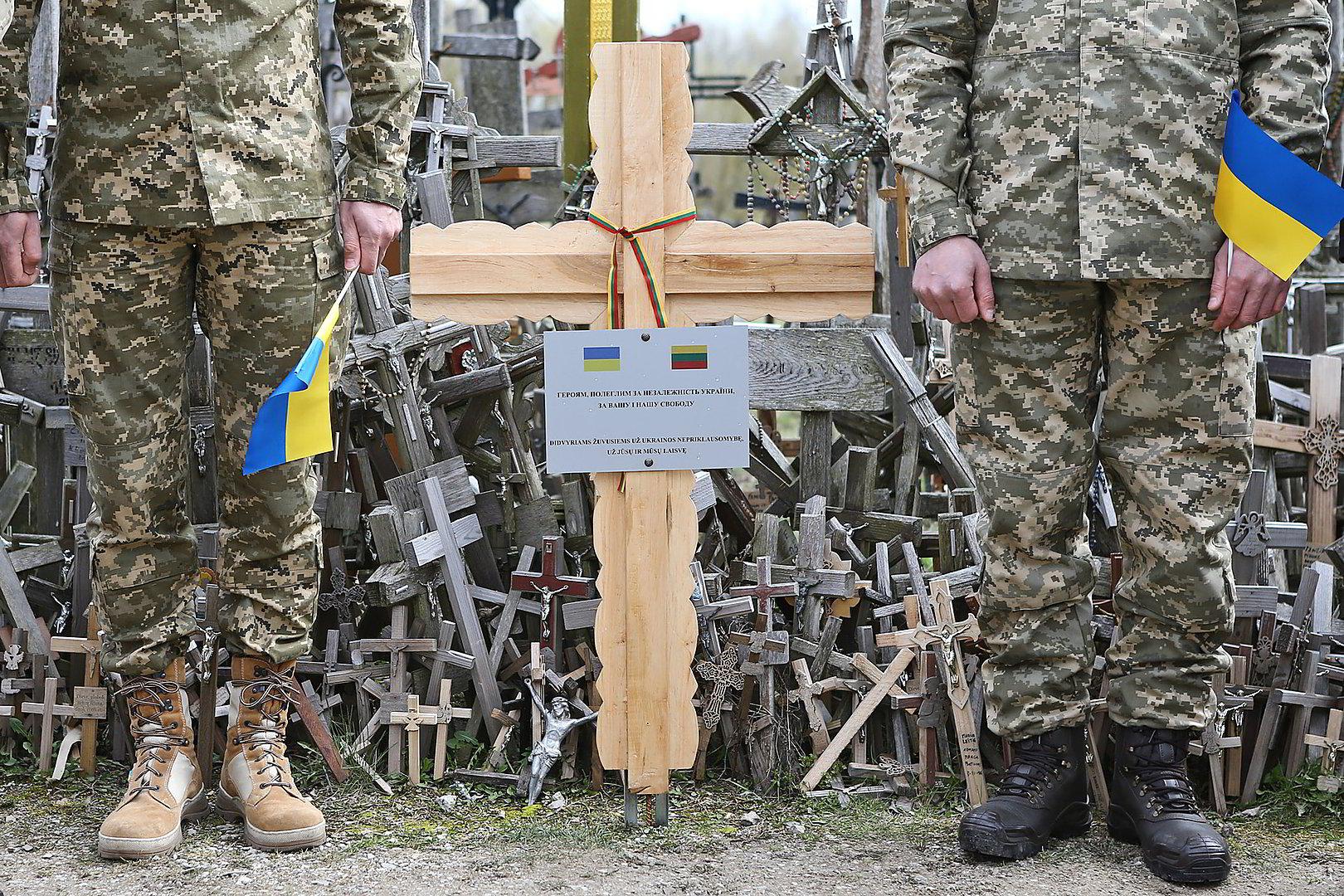 Пам'ятний хрест героям України відтепер на горі Хрестів у Литві